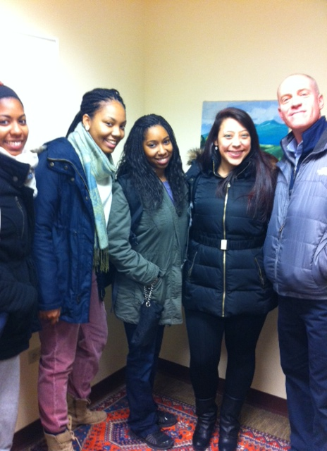 Tom Franklin with journalism students (l to r) Samantha Stone, Tanira Wiggins, Lindsay Wilson and Corinne Santiago.
